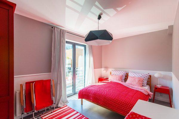 Czerwony apartament w Rewalu z widokiem na morze